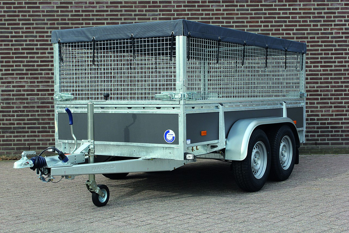 Trailer cages and fine-meshed cargo securing net
