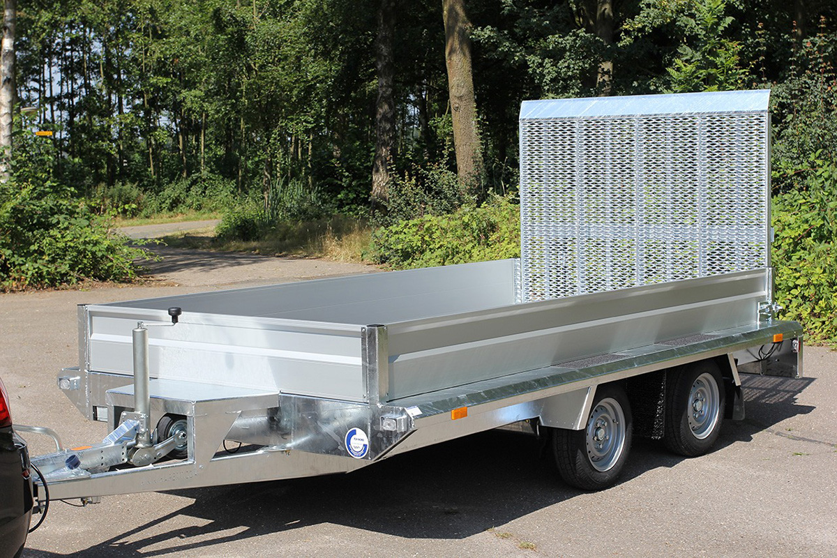 Aluminium front and side panels in combination with trailer cages