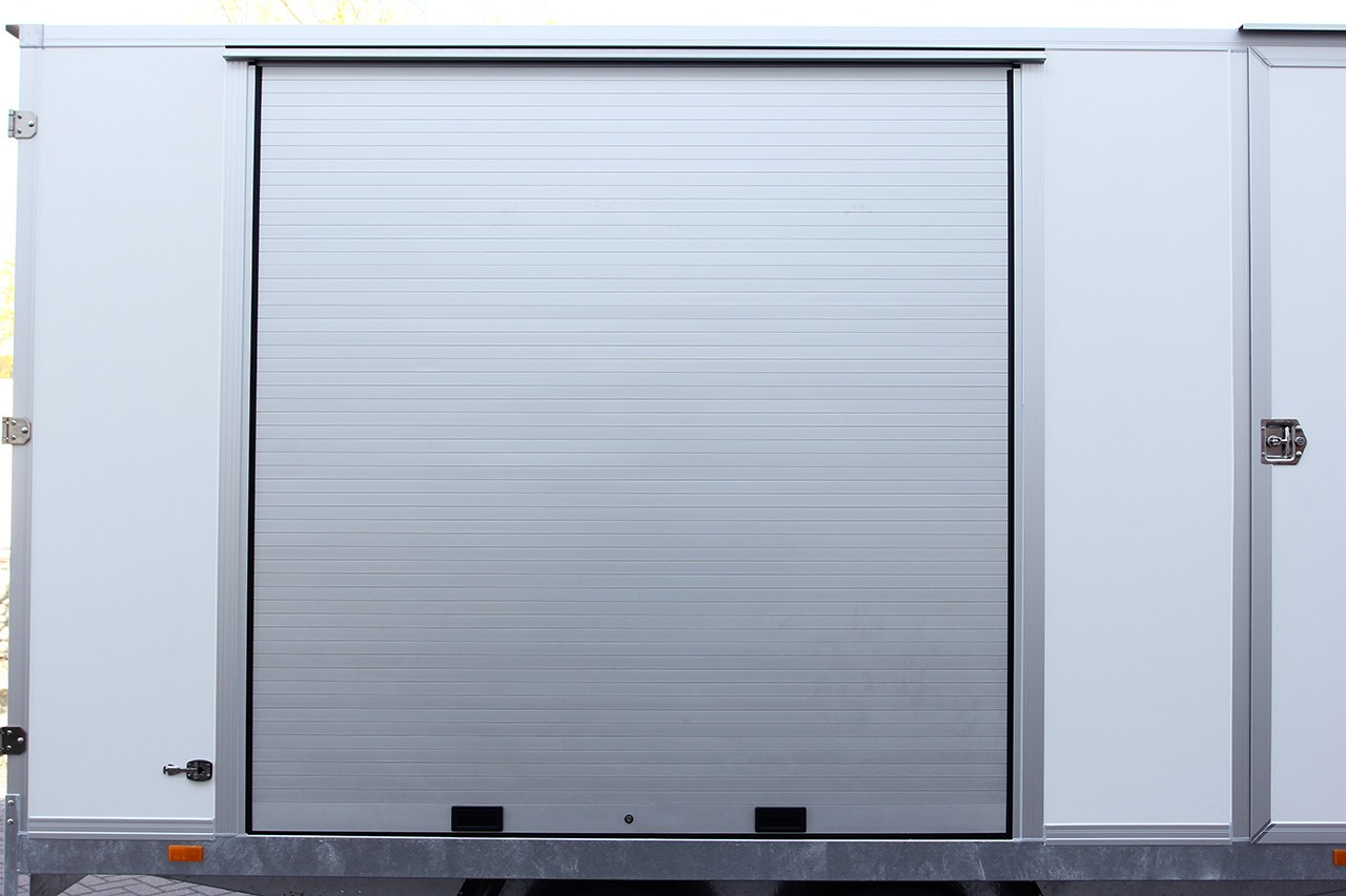 Aluminium sliding hatch in the side wall